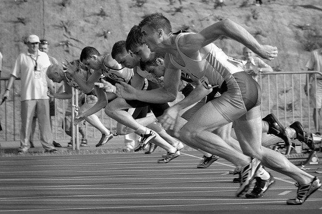 atleter-løber-efter-startskuddet