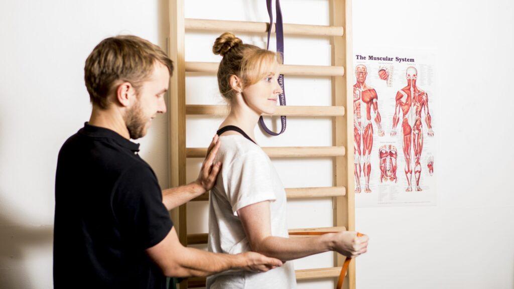 Skuldertræning med fysioterapeut