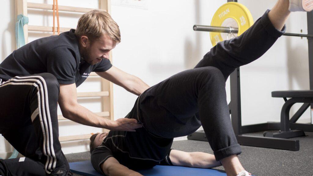 Bækkenløft i træningssal