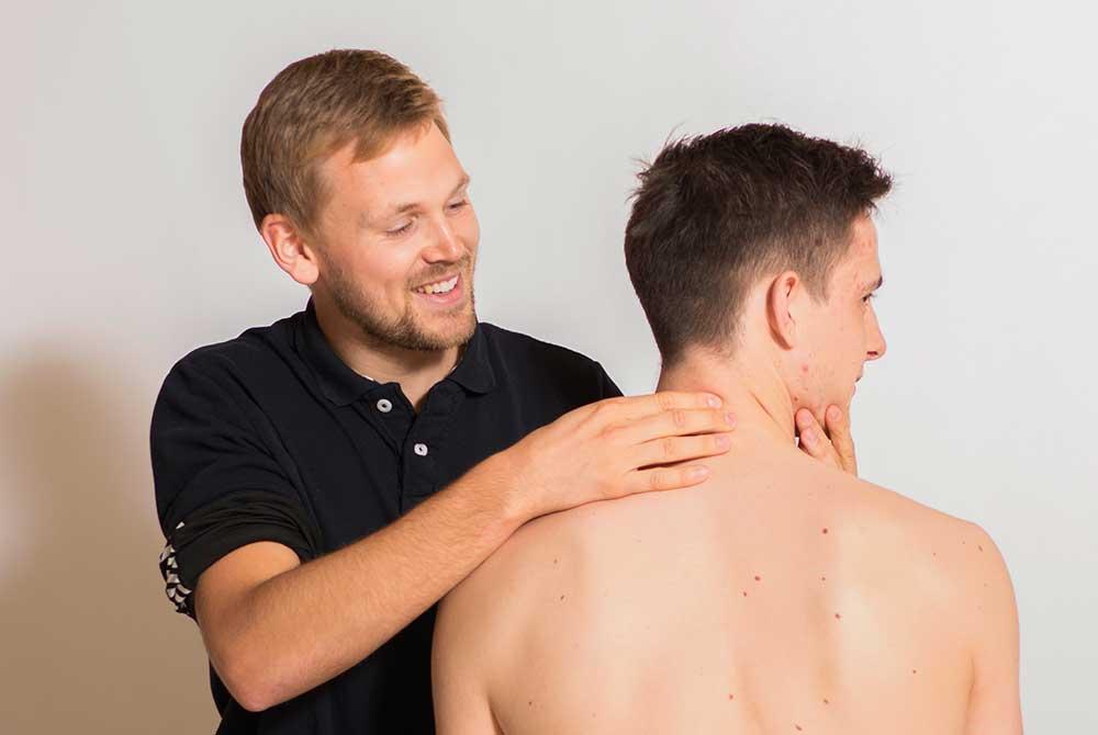 Fysioterapeut Benjamin Ringgaard med klient