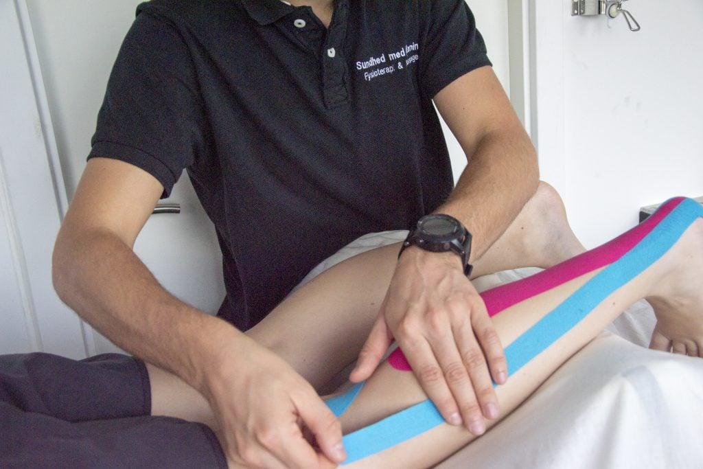 Kinesio tape på lægmuskel